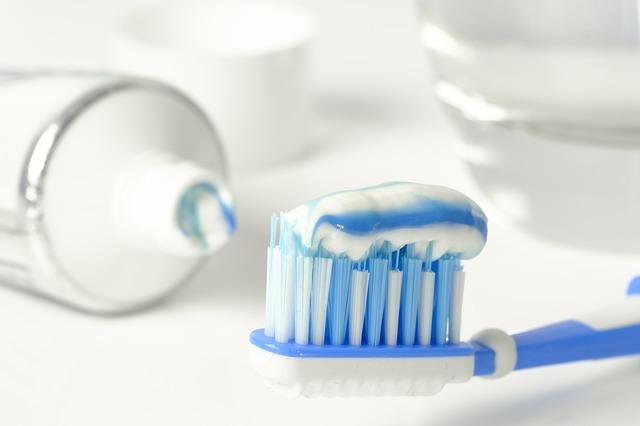 membersihkan-karang-gigi-dengan-bpjs