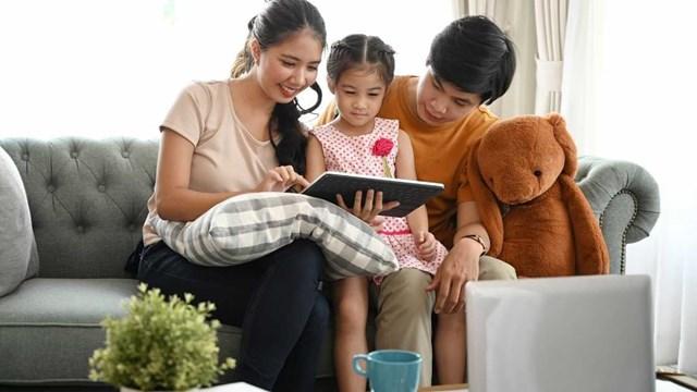 orang tua update menemani anak belajar
